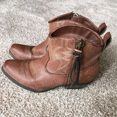 Big Buddha cowgirl booties! Cowgirl ankle booties! They're the perfect shoe for shorts or skinnies and they're SO cute with a sundress! Big Buddha Shoes Ankle Boots & Booties