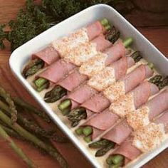 Asparagus Ham Rolls Recipe -I love this delicious recipe because it includes three of my favorite locally produced foods—ham, asparagus and cheese. Prepared with leftover Easter ham and fresh asparagus, these rolls make an excellent springtime meal. Pork Recipes, Low Carb Recipes, Cooking Recipes, Healthy Recipes, Diabetic Recipes, Recipies, I Love Food, Good Food, Yummy Food