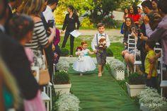 ♥♥♥  Casamento real ao ar livre da Rafaella e do Maicon Mais uma história de fé e amor em um casamento real lindo, ao ar livre, e com uma cerimônia celebrada pelos amigos! História linda e muito inspiradora! http://www.casareumbarato.com.br/casamento-real-rafaella-maicon/
