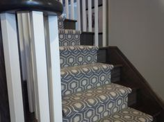 Modern Stair Runner Staircase Traditional with Animal Print Carpet Beige – Grey Carpet Staircase Contemporary, Traditional Staircase, Modern Stairs, Grey Stair Carpet, Carpet Stairs, Beige Carpet, Dark Carpet, Interior Stairs, Patterned Carpet