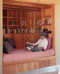 Awesome daybed / booknook / chillzone / reading comfort bliss :) :) #readbooks #booknooks #lovereading