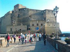 Siamo al Castel dell'Ovo fino al 21 Aprile... UOMO LIBERO AMERAI SEMPRE IL MARE