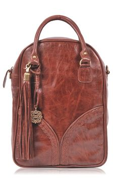 Love this shape. And it doubles as a backpack!