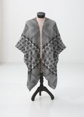 Retro BW sheer wrap: What a beautiful product! Grey And White, Summer Outfits, Kimono Top, How To Make, How To Wear, Swimsuits, The Originals, Retro, Chic
