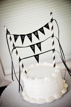 Love this pennant sign as a way to jazz up a store-bought smash cake!