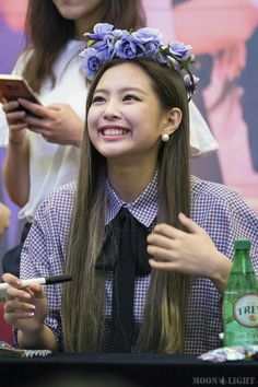 BLACKPINK Jennie and Rosé's latest Fan Sign looks have fans falling for stunning visuals all over again — Koreaboo Kpop Girl Groups, Korean Girl Groups, Kpop Girls, Blackpink Jennie, Jenny Kim, Blackpink Members, Black Pink, Blackpink Jisoo, Queen