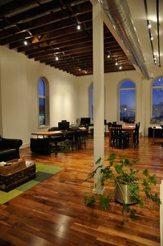 great space to work from - love the high ceilings