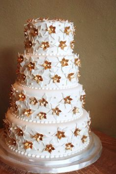 White and copper cake- I love that the petals look like they are sharp tin. The Bake Shoppe Green Gold Weddings, Blue Gold Wedding, Gold Wedding Theme, Copper Wedding, Wedding Bells, Metallic Cake, Unique Wedding Colors, Gold Wedding Centerpieces, Cake Bouquet