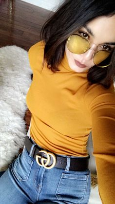 52483ecee7f81 Grunge outfit - yellow turtleneck and high waisted mom jeans