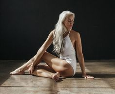 Usually you see younger women modeling off swimsuits in ads. But 60 year old model Yasmina Rossi decided to take a different approach and show a more elegant side to modeling with a photo shoot Old Models, Young Models, Black Models, Beautiful Old Woman, Beautiful People, Yasmina Rossi, Silver Haired Beauties, 60 Year Old Woman, Boutique Lingerie