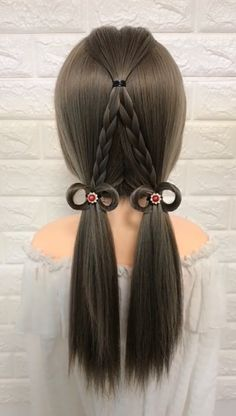 It's sometimes called the backward braid or inside-out braid. Braided Hairstyles Tutorials, Ponytail Hairstyles, Girl Hairstyles, Beauty Skin, Hair Beauty, Double Ponytail, Hairstyles For School, Hair Videos, Flowers In Hair
