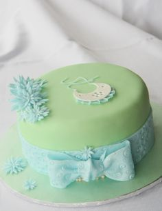 Baby shower green and blue hat cake