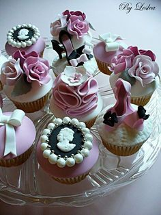 Romantic Victoriana cupcakes by amazing artist Leslea Matsis of Leslea Matsis Cakes in New Zealand. Fancy Cupcakes, Pretty Cupcakes, Beautiful Cupcakes, Yummy Cupcakes, Cupcake Cookies, Wedding Cupcakes, Cupcake Fondant, Valentine Cupcakes, Rose Cupcake