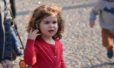 La bonne façon de demander à son enfant d'être sage, de se calmer, de faire attention, etc.