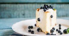 Táto tvarohová torta s čučoriedkami neobsahuje ani gram múky! Gluten Free Recipes, Free Food, Food Photography, Pudding, Desserts, Deko, Tailgate Desserts, Deserts, Puddings