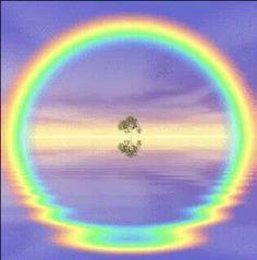 La reflexión hace un arco iris circular ///// Reflection causes circular rainbow Love Rainbow, Over The Rainbow, Rainbow Colors, Rainbow Prism, Rainbow Gif, Circle Rainbow, Rainbow Cartoon, White Rainbow, Beautiful Sky