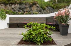 RESULTATET: Slik ble den ferdige terrassen med innfelte bed. Foto: Pandora Film