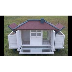 The little hen big red barn is designed for comfort and happy hen care. The full size pull pan slides out easily and makes cleaning and caring for the flock exceptionally easy. Full access doorways allow for quick egg<br/>collection.