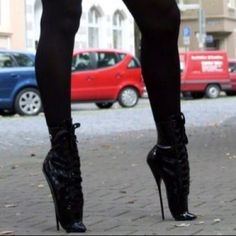 So, it's possible to stand in ballet heels (with no platform). but can anybody walk in them yet? Extreme High Heels, Super High Heels, Black High Heels, Hot Heels, Sexy Heels, Stiletto Heels, Ballet Boots, Ballet Heels, High Heel Boots