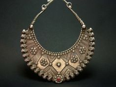 A stunning antique solid silver torc from the valley of the Swat in Pakistan or Afghanistan. It original and elegant ...