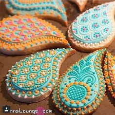 How adorable are theses henna cookies.... Photo credit @hennalounge We have the perfect thoub to match this look. Leave it to me to find henna inspired food. Such a good idea. #askarcouture #hennalounge #thoub #thoubs #henna #hennacookies #hennart #palestinianthoub #Palestinian #Dubai #food #yummy #sweettooth #arab #arabic #arabweddings #hijab #hijabi #party #fun #smile #instamood #instafashion #instalike #instafam