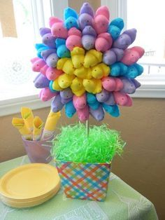 A peep Easter wreath! I love this decoration for the table during a party! www.ballabracelets.com