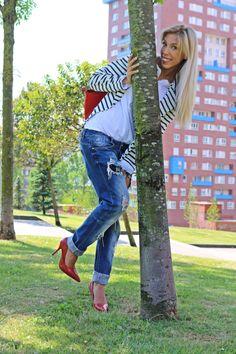 """Lo más """"In"""": tendenciaNavy 19-5-2014  Pantalones estilo Boyfriend: Berskha Camiseta: Sfera (old).  Blazer: Bazar de Italia. idéntica en Zara. Zapatos: Ulanka."""