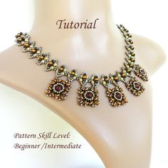 XQUEB beaded necklace beading tutorials and patterns superduo or twin seed beads jewelry beadweaving tutorial beading pattern instructions by PeyoteBeadArt (Loja Etsy para PeyoteBeadArt) Beaded Jewelry Designs, Seed Bead Jewelry, Necklace Designs, Seed Beads, Beading Tutorials, Beading Patterns, Super Duo Beads, Beaded Earrings, Beaded Necklaces