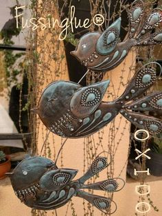 Pajaritos en Fussinglue. Yoga Art, Diy Projects To Try, Bird Feathers, Painting On Wood, Dream Catcher, Glass, Handmade, Crafts, Color