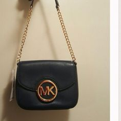 Micheal kors leather crossbody In great condition used about 5 times Michael Kors Bags Crossbody Bags