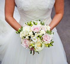 Wedding Flowers from Farnham's wedding florist, exquiste wedding flowers for all styles of weddings