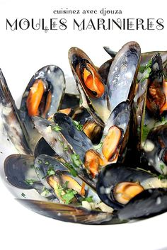 Steamed Mussels - the easiest mussels recipe ever, that takes only 20 minutes with simple ingredients. Serve with pasta for a restaurant quality dinner. Fish Dishes, Seafood Dishes, Seafood Recipes, Cooking Recipes, Healthy Recipes, Steamed Mussels, Seafood, Appetizers, Fishing