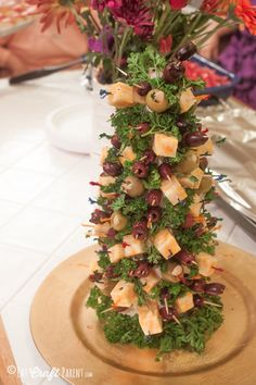 Planning your holiday party menu for this Christmas? If so, you'll want to include this olive and cheese appetizer tree. Cheese Appetizers, Appetizer Recipes, Holiday Appetizers, Holiday Recipes, Holiday Centerpieces, Xmas Food, Good Food, Fun Food, Food Themes
