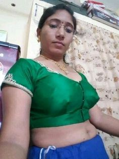 Village Photography, Aunty In Saree, Beautiful Athletes, Indian Girls Images, Sexy Teens, Hot Actresses, India Beauty, Beauty Women, Desi