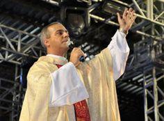 O padre João Paulo, que atuava em Rondonópolis, foi encontrado morto na manhã deste domingo, no Loteamento Parque Rosa Bonoro. Segundo i...