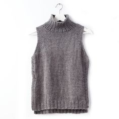 Patons Sleeveless Knit Turtleneck, XS/S - using Yarn of the Month for December 2018 Crochet Vest Pattern, Tunic Pattern, Sweater Knitting Patterns, Knit Patterns, Free Knitting, Ärmelloser Pullover, Pullover Design, Sweater Design, Gilet Long