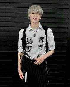 I wanna park him Jimin Jungkook, Bts Bangtan Boy, Taehyung, Foto Bts, Bts Photo, Park Ji Min, Jikook, Bts Fanfiction, Bts Tattoos