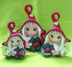 Duendes de la suerte . Polymer Clay Recipe, Polymer Clay Fairy, Polymer Clay Christmas, Cute Polymer Clay, Fimo Clay, Polymer Clay Crafts, Glass Christmas Ornaments, Christmas Deco, Clay Fairies