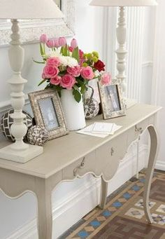 I am absolutely in love with this entryway table. And I love the pop of color with the pink roses and light pink tulips!! :D