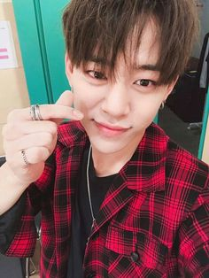 """[WEIBO] 170807 B.A.P #Daehyun posted a photo: """"What are you guys doing? Doing good? Have a beautiful day today also ❤"""""""