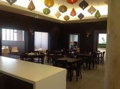 De hanglampen van het Ondernemersplein Almere. De lampionnen van Lampionsenzo verlichten hier het café.