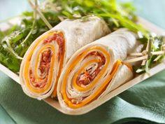 Cheddar-Wraps mit Tomatenaufstrich