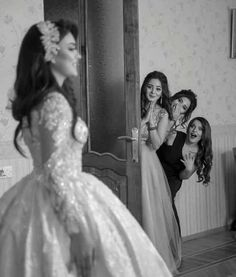 Find images and videos about friends and wedding on We Heart It - the app to get lost in what you love. Arab Wedding, Wedding Pics, Wedding Bride, 40s Wedding, Summer Wedding, Country Wedding Dresses, Modest Wedding Dresses, Boho Wedding Dress, Ball Dresses