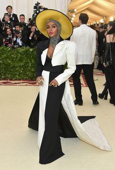 Best Celebrity Looks on the Met Gala 2018 Red Carpet - Amal Clooney, Rihanna, Rihanna, Beyonce, Celebrity Red Carpet, Celebrity Look, Celebrity Dresses, Amal Clooney, Donatella Versace, Gareth Pugh, Sarah Jessica Parker