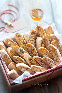 Cantucci: Original recipe of soft Tuscan Cantucci Italian Pastries, Italian Desserts, Italian Recipes, Italian Dishes, Biscotti Cookies, Yummy Cookies, Almond Biscotti Recipe, My Favorite Food, Cake Decorating Techniques