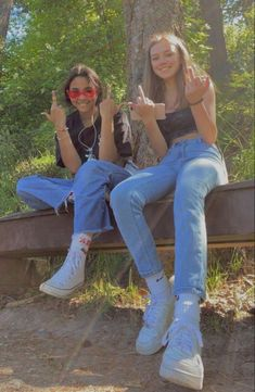 Cute Friend Pictures, Friend Photos, Best Friend Fotos, Best Friend Outfits, Indie Kids, Insta Photo Ideas, Aesthetic Clothes, Aesthetic Style, Cute Friends