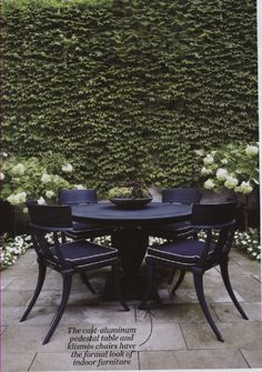 drama in the garden // black furniture + a wall of green ivy