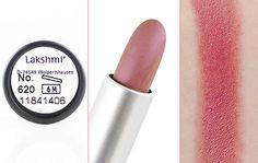 Rouge à lèvres bio ayurvédique - Lakshmi #blog #beauté #blogbeauté #beauty #beautyblogger #bblogger #maquillage #makeup #bio #naturel #ayurvédique #ayurveda #lèvres #rougeàlèvres #rose #saumon #salmonpink #lakshmi #revue #test #avis #swatch http://mamzelleboom.com/2015/05/12/un-regard-profond-et-intense-avec-le-khol-kajal-noir-naturel-bio-et-ayurvedique-de-lakshmi/