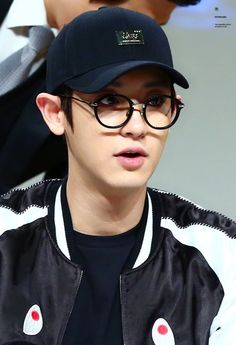 Chanyeol - 161106 Hat's On fansign Credit: KeyBoard1127.