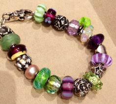Oh my goodness, LOVE these colors!  This bracelet would look so good on me~  ;)